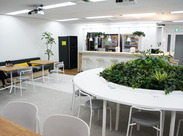 昨年オープンのキレイなオフィスでお仕事可能♪広々ゆったり使える休憩室も完備しています!