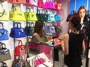 """≪オシャレな店内にはSAVE MY BAGがたくさん♪≫ 大阪駅スグのお店なので、お仕事終わりに買い物も""""◎"""""""