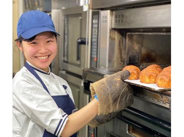 =本場フランスの味・雰囲気をご提供♪= 店内のカフェでくつろぐもよし。 お家へ持ち帰ってゆったりパンを頬張るもよし。