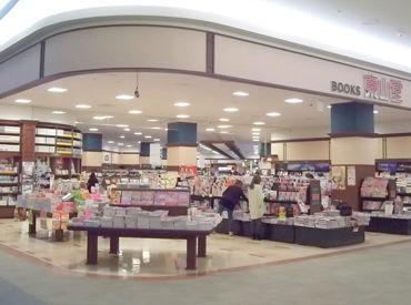 *イオンモール盛岡南店内* 綺麗で静かな空間で 毎日、本に触れながらお仕事できる… 仕事中に素敵な本に巡り合えることも♪
