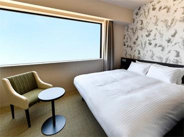 高級感の中にもほっと落ち着ける温かさを感じられるお部屋♪ 心地よいホテルステイを支える、裏方のお仕事です◎