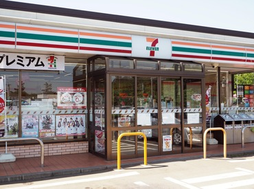 <幅広い年代の方が活躍中!> 大学生/フリーターさん/シニア世代etc お店を手伝ってくれる方歓迎☆ 楽しいお店を作りましょう♪