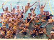 水泳や体操の経験がなくても大丈夫♪ 子どもたちの見守りや着替えを手伝うなど、とてもカンタンなお仕事なのでご安心ください◎