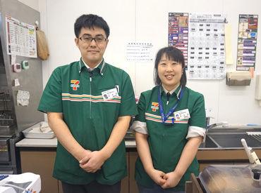 写真左がオーナーで、右が店長です★*夫婦で経営するコンビニなので何でも相談しやすいところもPoint!