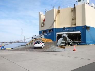 長く働ける職場ならココ♪ 簡単作業で未経験も安心! 船の中に入ってくる車を 船に固定する作業◎