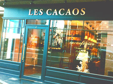 """<地域の方に愛される""""ショコラトリー""""> 本場パリの流れを汲むチョコレート専門店。 異国情緒あふれる大人空間は…働きやすさも◎"""