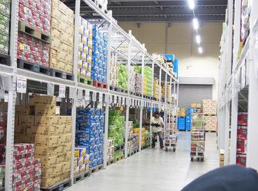 倉庫内での仕分けのお仕事です☆ スタッフ同士とっても仲良し♪ 風通しの良い職場です! ※画像はイメージ