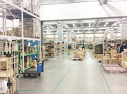明るくてキレイな倉庫でお仕事◎フリーターやWワーカー方が活躍中!※写真はイメージになります。