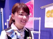 憧れの空港でお仕事*研修後も先輩スタッフがしっかりフォローするので安心です♪かわいい制服で働けちゃいますよ☆。