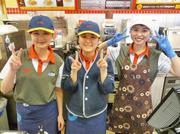 あるSTAFFの応募理由は 「ドーナツが好きだった」「制服が可愛い」 そんな理由でもいいんです♪ 新学期から新たにスタート★