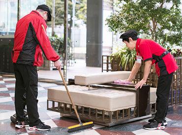 【清掃員】≪5~6名のグループで作業≫分からないこともすぐに聞けて安心!充実研修で掃除の専門知識も数多く身に付いてお得です。