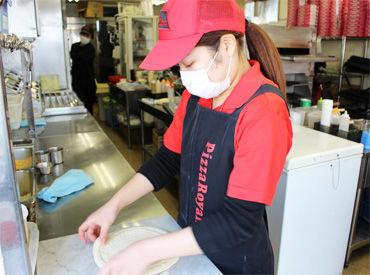 \お仕事はこんな感じ♪/ ピザの具をトッピングするなどの カンタンなことからお任せします!