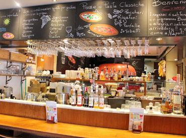 【SALVATORE CUOMOの店内】 お店は覚王山駅から歩いてすぐ! 広すぎず、狭すぎない、程よい空間♪