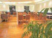 木の温もりある、癒しのカフェ≪フラッグスカフェ≫へようこそ♪ フリーター&主婦(夫)さん、大歓迎です!