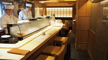 【ホールSTAFF】\ワインで楽しむオシャレな寿司Dining/≪シフト1週毎の申告制≫≪高時給1300円以上≫お試し短期OK★フリーターさん大歓迎♪