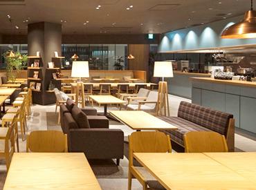 『24/7』は無垢の木材などを使ったナチュラルなインテリア空間。こころとからだを休めるカフェで一緒に働きましょう!