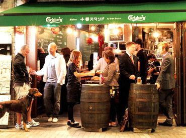 【Cafe Bar Staff】▼麻布駅徒歩1分よなよな有名人が「ふらっ」と寄るCafe Bar スタンド★春休み期間にお試しでアルバイト探したい人にピッタリ♪