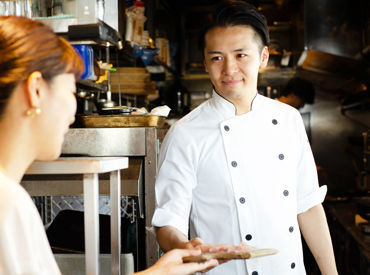 """【バルstaff】\接客が好きな方大歓迎★/◆あの""""kawara CAFE""""の系列店*―「塊肉×酒」をテーマにオシャレにお肉を楽しめるバル!"""