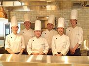 若手の社員同士、とっても仲良し♪ チームで助け合いながらお仕事しています◎ 調理未経験でも安心して働けますよ☆
