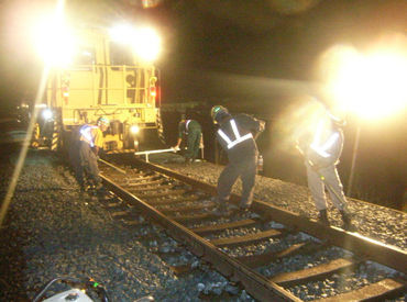 新幹線のスムーズな運行のために、欠かせないお仕事♪お仕事はチームで行うので、困ったときも安心ですよ!