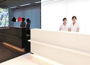 院内は白を基調とした清潔感溢れる雰囲気です! とってもキレイな快適空間で毎日お仕事できます◎