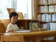 子供たちへの本の紹介、読み聞かせのお仕事♪可愛い子供たちに囲まれて、自然に笑顔になれる環境です!