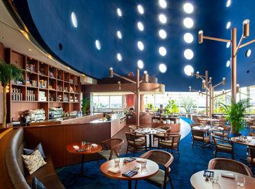 こちらは当ホテル自慢のイタリアンダイニング♪ 青を基調とした落ち着くオシャレな場所で、 ホール・調理補助をお任せします◎