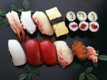 【寿司店スタッフ】「寿司の世界は下積みが長そう…」当店はそんなことはございません★希望があれば、入社当日にカウンターに立つことも可能!