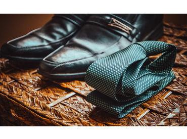 【紳士売り場STAFF】*★ネクタイやYシャツなどの販売★*未経験スタートでも、高時給1250円~♪+。制服あり>>着るものに悩む必要はありません!