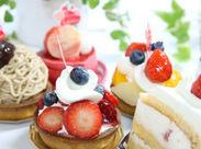 オープンしたばかりのキレイなお店★ ケーキの直売場での販売をお願いします!製造業務は一切ありません◎