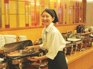 【レストランSTAFF】高時給1000円!未経験でもOK♪料理を運んだり、後片付けをしたり、とカンタンな補助業務です★シフトはご相談に応じますよ◎