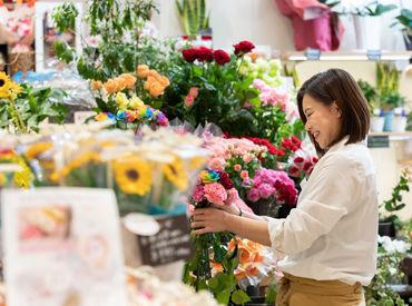 母の日の短期STAFF大募集♪ この機会にお花屋さんで働きませんか◎毎年、学生さんが大活躍のオシゴト★
