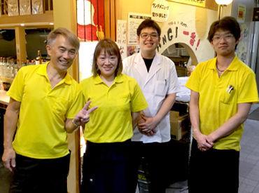 現在、高校生からシニア世代まで幅広く活躍中♪ 料理経験ゼロから始めたスタッフも、 元気に活躍しています!