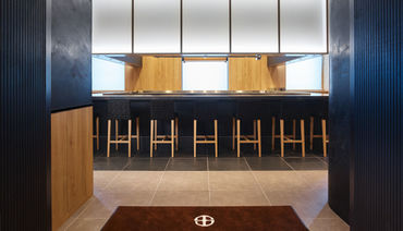 シンプルモダンなインテリアが お客様をお出迎えするエントランス 写真は三井ガーデンホテル銀座5丁目店