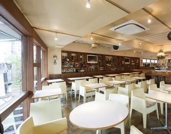 【店舗Staff】「YOUR OASIS IN LIFE」がコンセプトの中目黒駅すぐの人気Cafe。夜はライティングされてさらに素敵に…