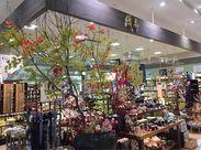 季節ごとにディスプレイの変わる店頭にいつでも楽しみいっぱい!「和」を楽しみながら働くことができますよ♪