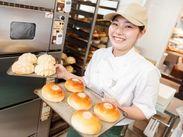 未経験の方や、 お菓子・パン作りが趣味の方も歓迎☆ 焼き立てパンの香りに囲まれて 楽しく働けますよ♪