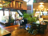 美味しい多国籍料理とオリエンタルな雰囲気のオシャレな内装が大人気!癒しの空間が広がるお店です◎♪