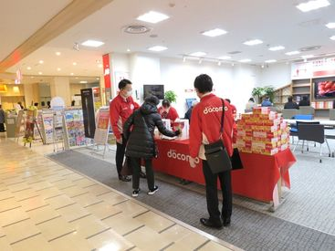 サポートいただくイベントの様子です♪ モールでお買い物をしているお客様に向けた ガチャガチャイベントなどを 定期的に開催!
