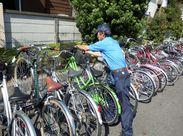 自転車でやってくる利用者の皆さん♪困ったことがあったら助けたり◎あなたは駅を利用する方々の心強い味方です!