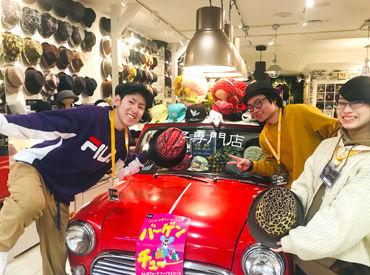 赤い車が目印です★*゜ こんなかわいい車があるお店は…【帽子屋FLAVA】!!!!
