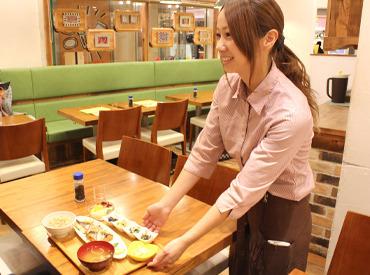 【ホール】まるでオシャレCafeのような食堂♪★女性活躍中★かわいい内装が魅力的♪シンプルな制服も人気の1つ◎短時間勤務OKです!