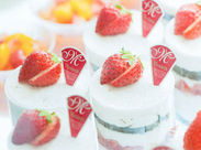 ケーキには季節のフルーツがたっぷり゚+.゚ 買いにくるお客様は笑顔であふれています。