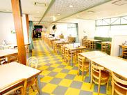 思わず人に自慢したくなる、水族館の施設内にあるレストランのお仕事です♪特別な資格・経験などは一切不要!