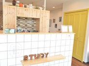 ナチュラルで落ち着く内装が自慢の当店*STAFFもお客様も優しい気持ちになれる、明るいお店です♪