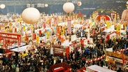 日本各地の祭り・踊りがステージで披露されるなど、会場は最高の盛り上がり♪スタッフとして参加できるのは年に1度のチャンス!