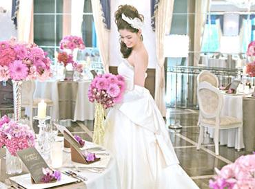 【サービスStaff】「結婚式ってこんなに感動するんだ」「毎回涙をこらえてます(笑)」非日常の特別な体験ができますよ◎バイトデビューも歓迎♪