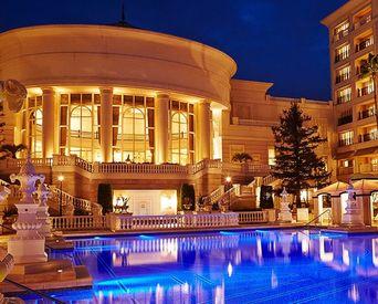学歴や経験は問いません。 将来ホテル業界で働きたい方や、 ホテルの専門学校に通っている学生など大歓迎です!