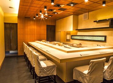 【ホール】<急募>西麻布の大人の隠れ家★カウンター9席のVIPなお店♪未経験大歓迎◆まかないでお寿司を食べられることも!
