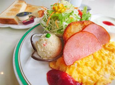 【ある日の朝食をご紹介】 *スクランブルエッグ *パン or ごはん *ハム or ベーコン *サラダ *味噌汁 *つけもの